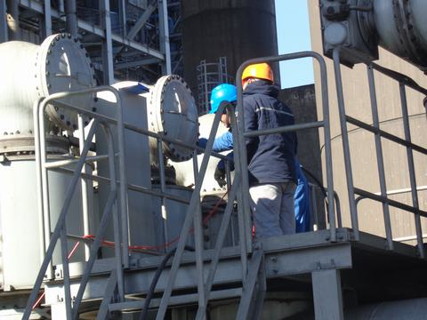 Sulfur Hexafluoride high-voltage switchgears testing wika